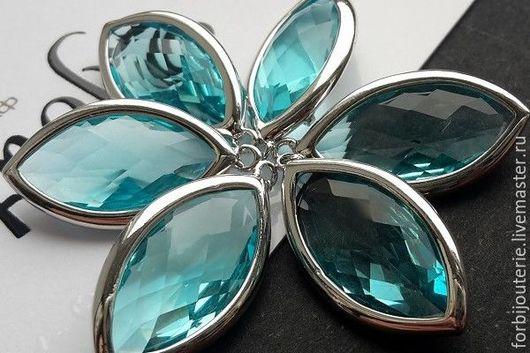 093 Подвеска `Аквамарин` из латуни с родиевым покрытием и ювелирным стеклом. Для украшений ручной работы. Южная Корея.