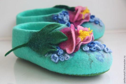 """Обувь ручной работы. Ярмарка Мастеров - ручная работа. Купить Тапочки """"Когда в саду цветут пионы"""".. Handmade. Разноцветный"""