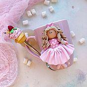 Кружки ручной работы. Ярмарка Мастеров - ручная работа Кружка и ложка с декором из полимерной глины. Handmade.