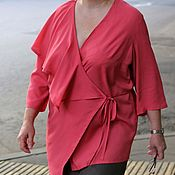 Блузки ручной работы. Ярмарка Мастеров - ручная работа Коралловая нарядная блузка из вискозы с длинным рукавом. Handmade.