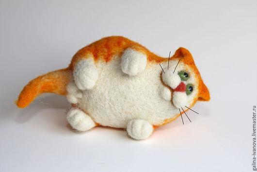 Игрушки животные, ручной работы. Ярмарка Мастеров - ручная работа. Купить Войлочный кот. Жизнь удалась! Нас и здесь неплохо кормят.. Handmade.