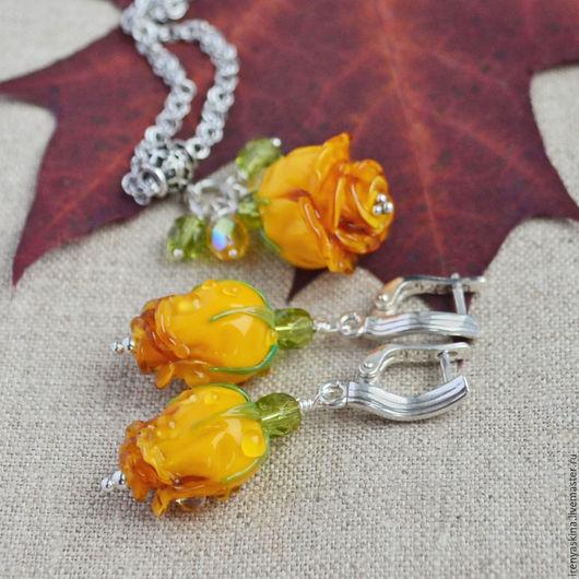 """Комплекты украшений ручной работы. Ярмарка Мастеров - ручная работа. Купить Серебряные серьги и кулон лэмпворк с цветами """"Valencia"""" роза. Handmade."""