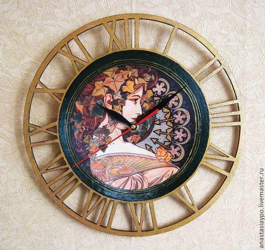 """Часы для дома ручной работы. Ярмарка Мастеров - ручная работа. Купить Часы Альфонс Муха """"Плющ"""", декупаж. Handmade. Разноцветный"""