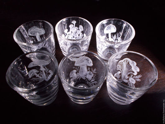 гравировка, гравировка на стекле, гравировка по стеклу, грибочки, грибы, набор, стопки, под водочку, набор подарочный, подарочный набор, любителю тихой охоты, тихая охота, грибнику