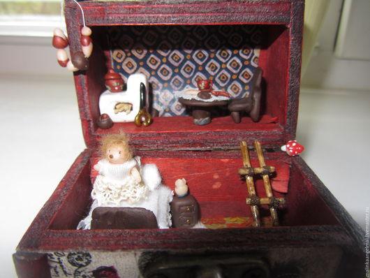 Миниатюра ручной работы. Ярмарка Мастеров - ручная работа. Купить Микро ежишка Стеша с домиком-сундучком. Handmade. Бежевый