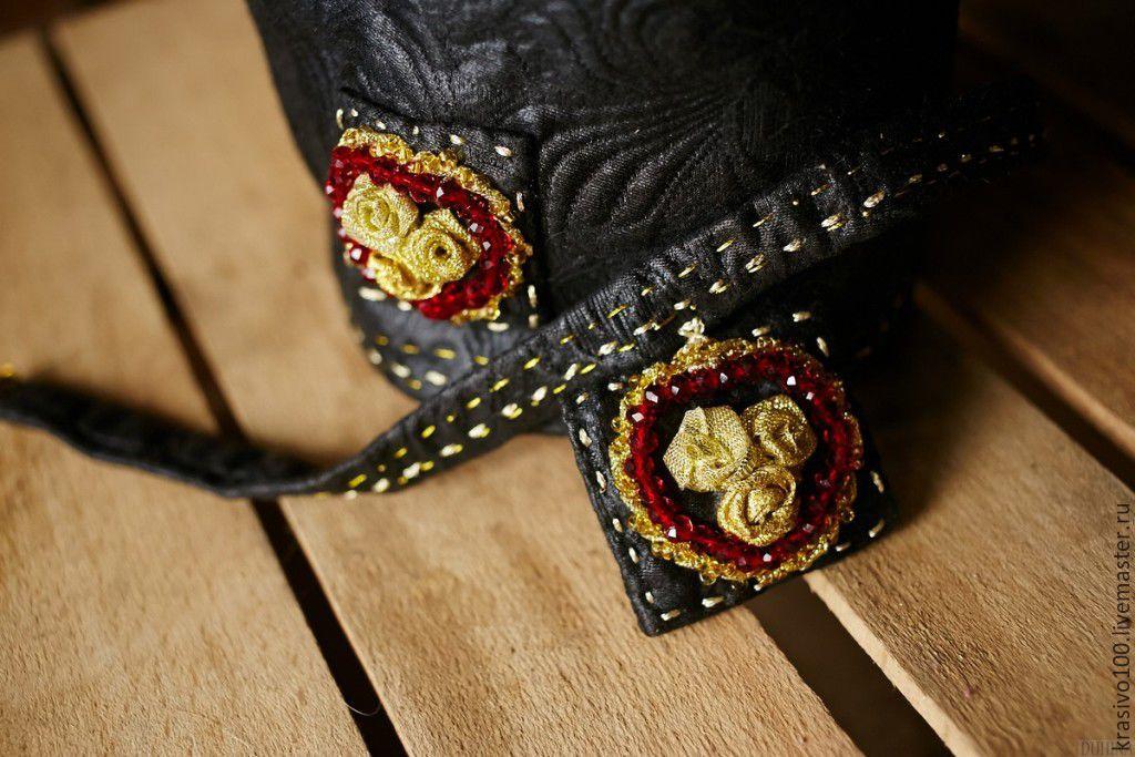 Маленькие сумочки с вышивкой