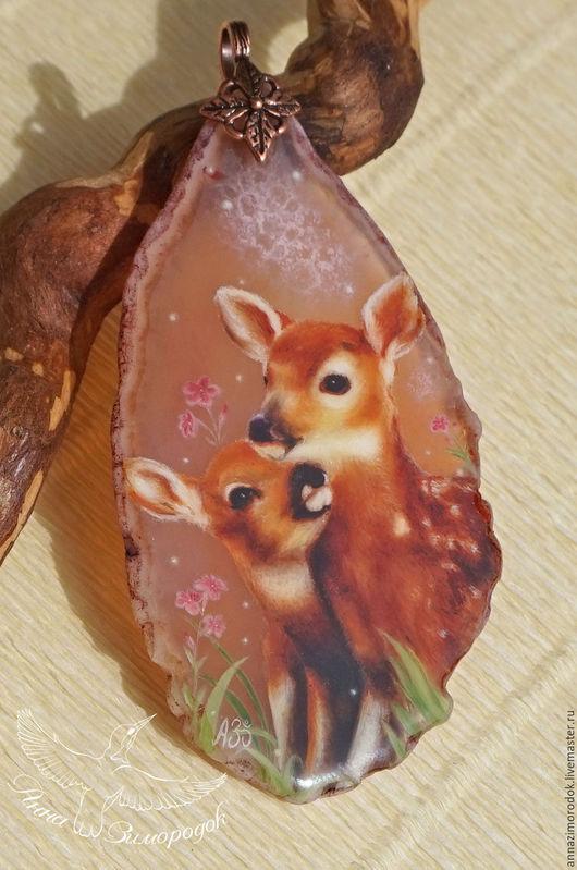 """Кулоны, подвески ручной работы. Ярмарка Мастеров - ручная работа. Купить Кулон с камнем роспись олень """"Малыш Бемби"""" лаковая миниатюра козерог. Handmade."""