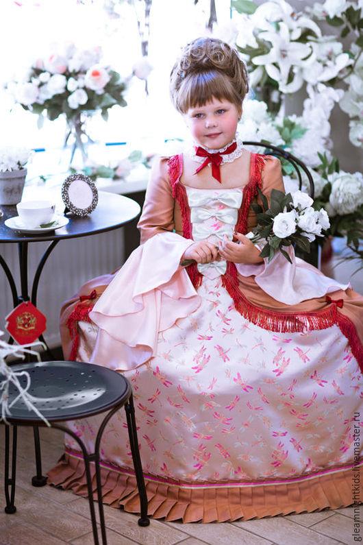 Детское платье придворной дамы
