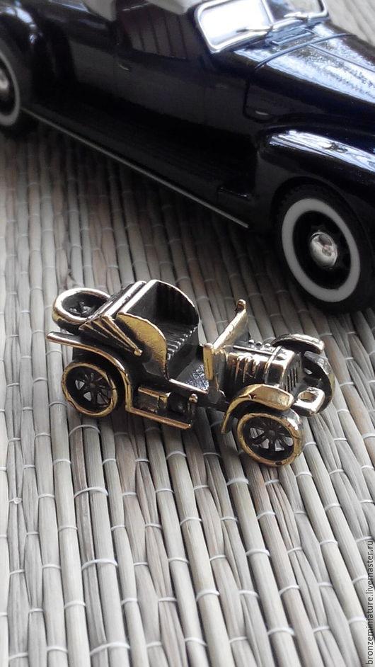 """Брелоки ручной работы. Ярмарка Мастеров - ручная работа. Купить Брелок """"Ретро автомобиль"""". Handmade. Брелок на ключи, сувенир"""