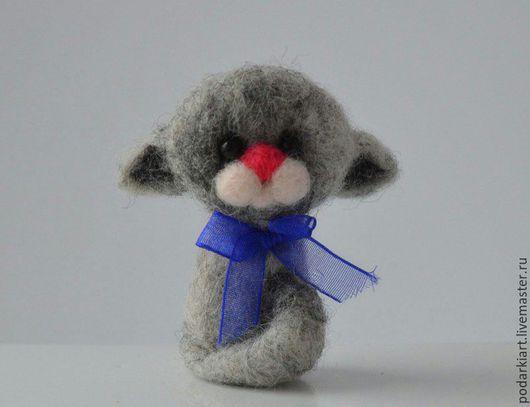 """Игрушки животные, ручной работы. Ярмарка Мастеров - ручная работа. Купить Брошь """"Котик"""". Handmade. Серый, войлочная игрушка"""