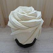 Для дома и интерьера ручной работы. Ярмарка Мастеров - ручная работа Роза, белый, кремовый молочный, пуф банкетка, внутри деревянный каркас. Handmade.