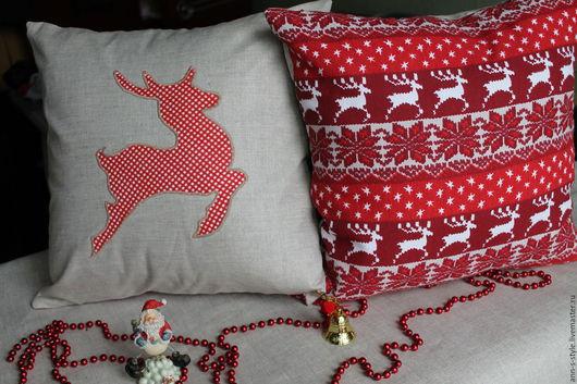 Новогодняя декоративная подушка `Скандинавия` Представлены две стороны подушки.
