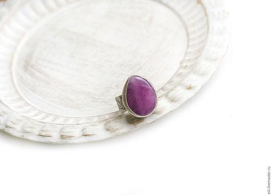 Кольца ручной работы. Ярмарка Мастеров - ручная работа. Купить Кольцо с нефритом пурпурного цвета в виде капли. Handmade. Подарок