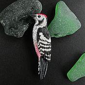 Украшения ручной работы. Ярмарка Мастеров - ручная работа Брошь дятел, птица брошь, брошка птичка, черно-белое. Handmade.