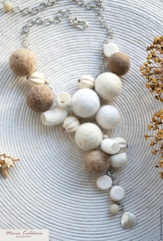"""Колье, бусы ручной работы. Ярмарка Мастеров - ручная работа. Купить """"Зимние цветы"""" бусы с шерстью и коконами шелкопряда. Handmade."""