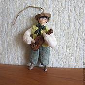 Подарки к праздникам ручной работы. Ярмарка Мастеров - ручная работа Мальчик с гитарой.Елочные игрушки из ваты. Handmade.