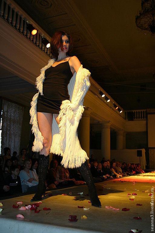 """Верхняя одежда ручной работы. Ярмарка Мастеров - ручная работа. Купить Вязаное вручную пальто с бахромой из шерсти с кашемиром """"White"""". Handmade."""