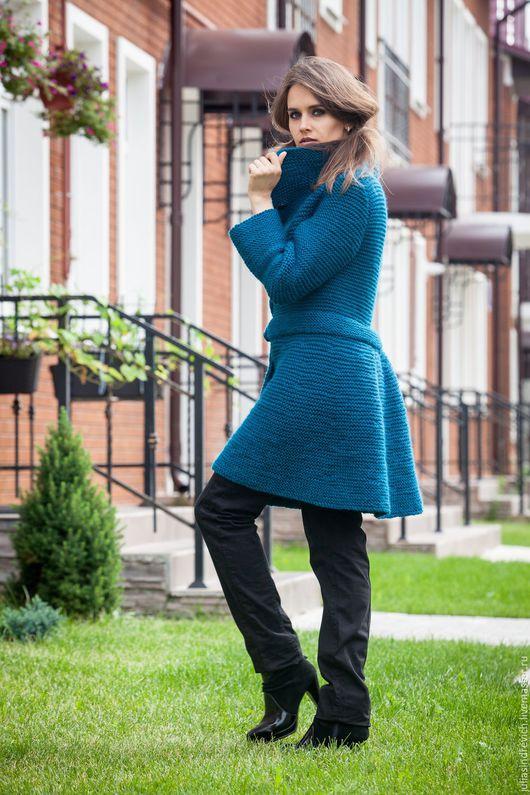 V_011 Пальто «Изумруд» приталенное , ручная вязка, р.44, длина 90см, 50% шерсть, 50% акрил , 1650 гр.