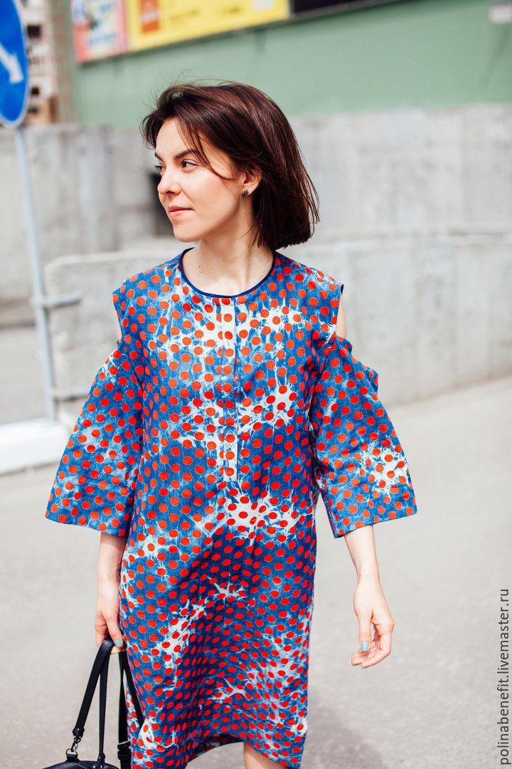 b070590a765 Джинсовое платье в горох с открытыми предплечьями. Polina Benefit.