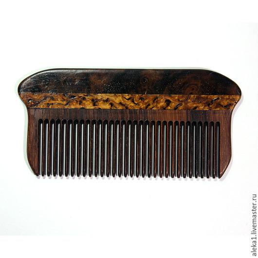 Компактная, тонкая и прочная расчесочка для ношения в отделении для кредитных карт. Удобная, не занимает место, хорошо расчесывает волосы. Оригинальный дизайн, ценные и особоценные породы дерева, эксл
