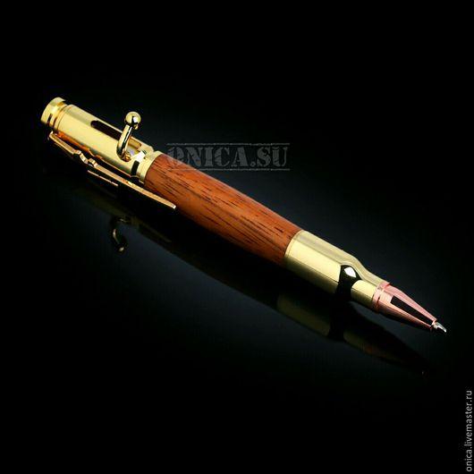 Подарочная позолоченная ручка `ПУЛЯ` стилизованная под винтовку `МОСИНА` из натуральной древесины `Падук`.