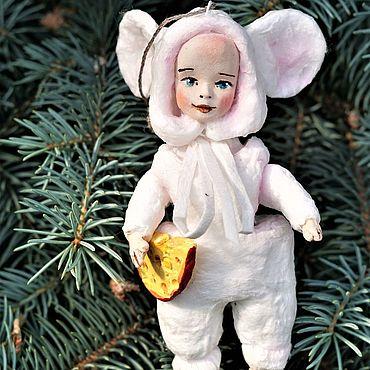 Подарки к праздникам ручной работы. Ярмарка Мастеров - ручная работа Украшения: Мышонок-мальчик. Handmade.