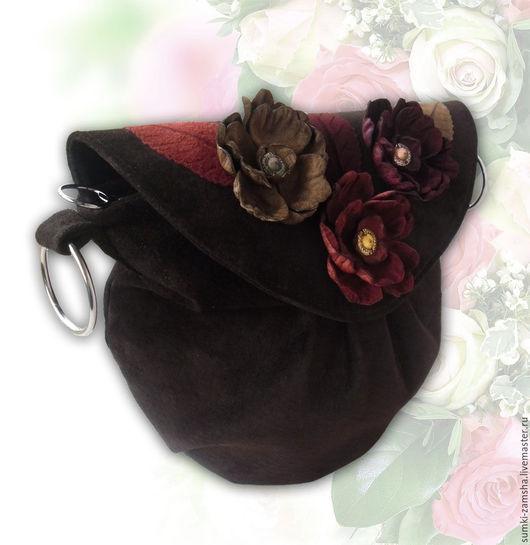 сумка из замши, коричневая сумка, бордовые цветы, красные цветы, бежевые цветы, замшевая сумка, маленькая сумка, сумка через плечо, сумка с аппликацией, кожаная сумка, сумка из кожи, сумка с цветами