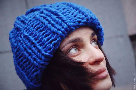 Шапки ручной работы. Ярмарка Мастеров - ручная работа. Купить Объемная сине-лазурная шерстяная шапка с отворотом.. Handmade. Синий