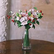 Цветы ручной работы. Ярмарка Мастеров - ручная работа Букет с нежными розами и ягодами. Handmade.