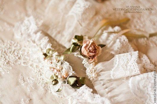 """Свадебные аксессуары ручной работы. Ярмарка Мастеров - ручная работа. Купить Свадебная подвязка """"Чайная роза"""" - пара. Свадебные цветы из шелка.. Handmade."""