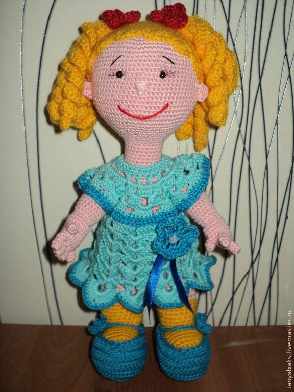 Вязаная или вязанная кукла