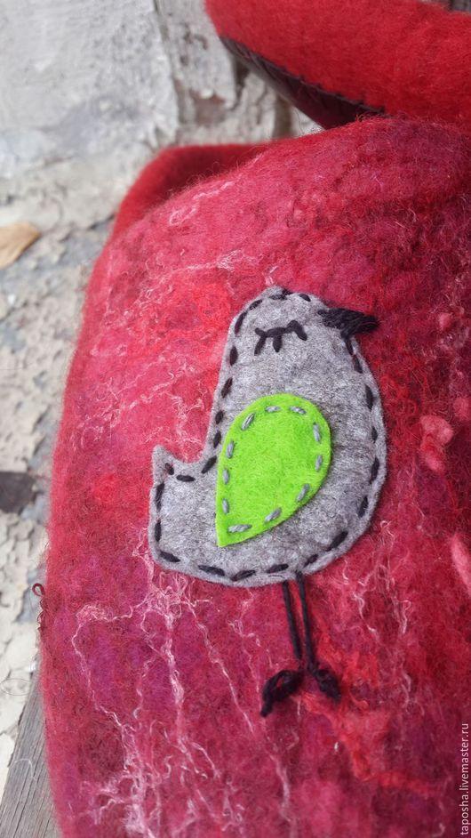 """Обувь ручной работы. Ярмарка Мастеров - ручная работа. Купить Тапочки валяные """"Пташечки"""". Handmade. Ярко-красный, тапочки для дома"""