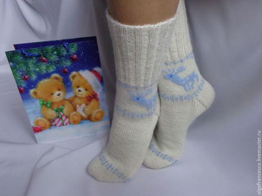 новогодние носки, носочки, носки с оленями, шерстяные носки, носки вязаные, носки, гольфы, новогодний подарок, подарок девушке, подарок ручной работы, рождество, сапожки для дома