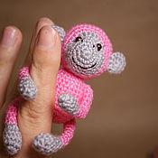 Куклы и игрушки ручной работы. Ярмарка Мастеров - ручная работа Яркая вязаная обезьянка - символ 2016 года. Handmade.