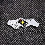 Украшения ручной работы. Ярмарка Мастеров - ручная работа Значок Космос В Руках, планеты, звезды, эмаль. Handmade.