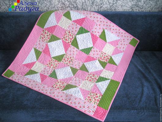 """Пледы и одеяла ручной работы. Ярмарка Мастеров - ручная работа. Купить Одеяло """"Земляничка"""". Handmade. Розовый, подарок новорожденной"""