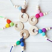 Куклы и игрушки ручной работы. Ярмарка Мастеров - ручная работа Слингобусы (слингокулончики) разноцветные с кулоном из ясеня. Handmade.