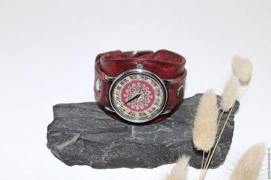 Часы ручной работы. Ярмарка Мастеров - ручная работа. Купить Часы на кожаном браслете. Handmade. Бордовый, наручные часы в подарок