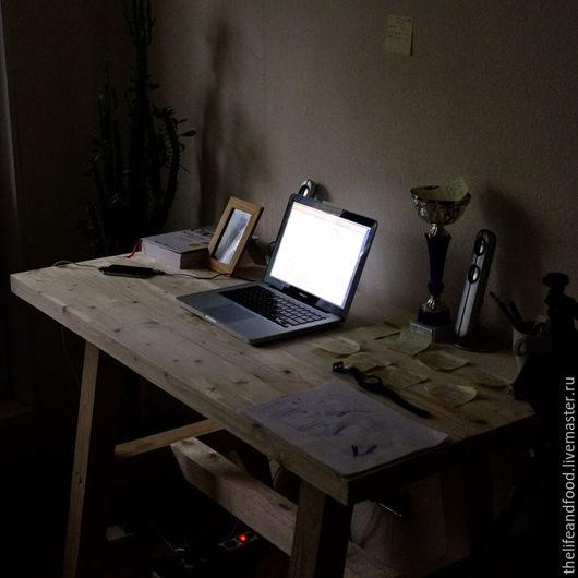 Стол из натуральных материалов в Скандинавском стиле. Рабочий стол из дерева. Деревянный стол для интерьера.