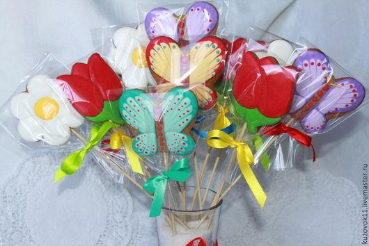 """Кулинарные сувениры ручной работы. Ярмарка Мастеров - ручная работа. Купить Имбирные пряники """"Бабочки и цветы """" на палочках. Handmade."""