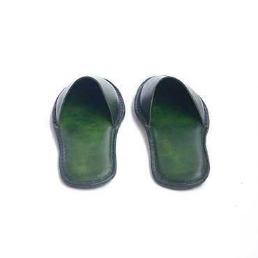 Обувь ручной работы. Ярмарка Мастеров - ручная работа Кожаные домашние тапочки женские зеленые ручной прошивки .. Handmade.