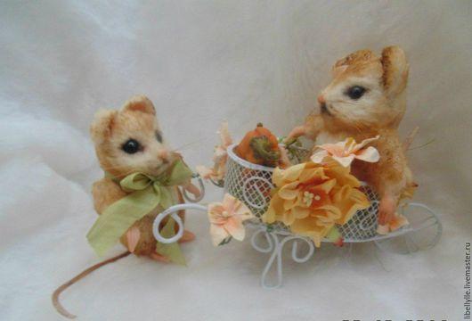 Миниатюра ручной работы. Ярмарка Мастеров - ручная работа. Купить Влюбленные мышки. Handmade. Мышка, подарок, сувенир, интерьерная игрушка