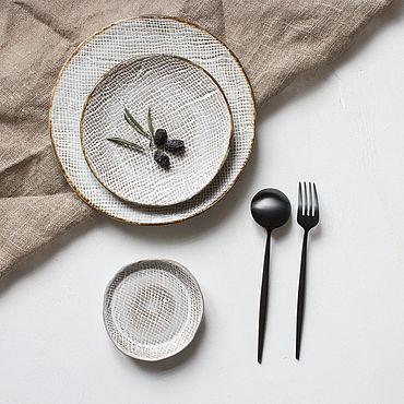 Посуда ручной работы. Ярмарка Мастеров - ручная работа Тарелки: набор тарелок ручной лепки. Handmade.