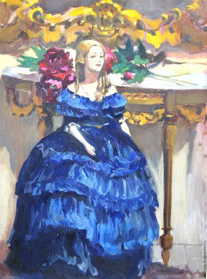 Небольшая картина маслом с антикварной куклой. На картине изображена кукла в роскошном синем бархатном платье. Позади куклы висит зеркало в золочёной раме, лежат цветы красные пионы.