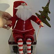 Куклы и игрушки ручной работы. Ярмарка Мастеров - ручная работа Санта с кружевами и ёлкой. Handmade.