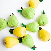 Кукольная еда ручной работы. Ярмарка Мастеров - ручная работа Груша из фетра фрукты из фетра. Handmade.