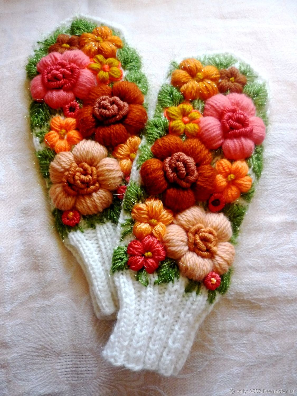 Mittens with embroidery