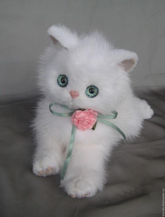 Куклы и игрушки ручной работы. Ярмарка Мастеров - ручная работа. Купить Котенеок  Снежка. Handmade. Белый, подарок, пушистый котенок