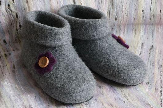 """Обувь ручной работы. Ярмарка Мастеров - ручная работа. Купить Тапочки валяные """"Для бабушки"""". Handmade. Серый, тапочки из войлока"""