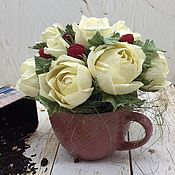 Букеты ручной работы. Ярмарка Мастеров - ручная работа Оформление денежного подарка букет из конфет и чая. Handmade.